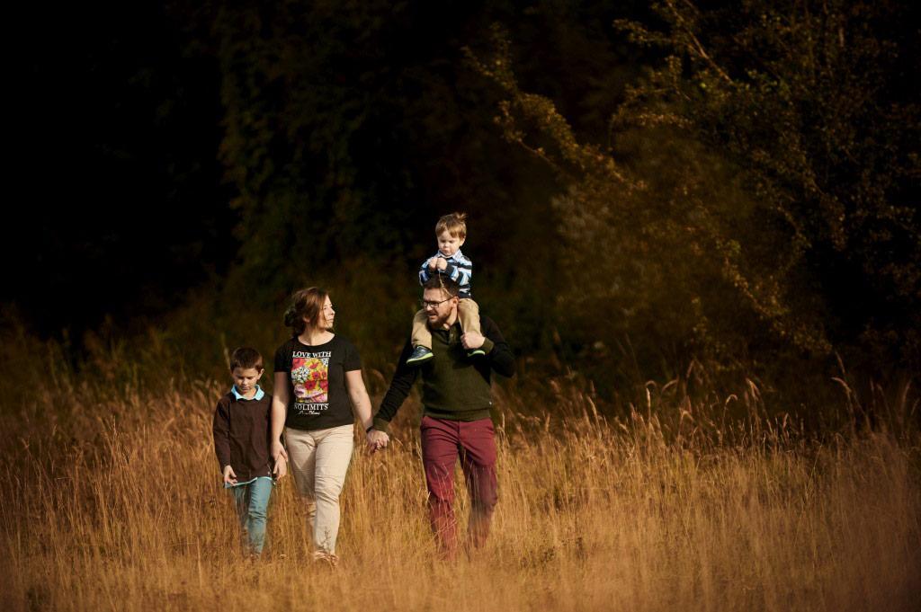 Sesja rodzinna w plenerze las lifestyle 1 1