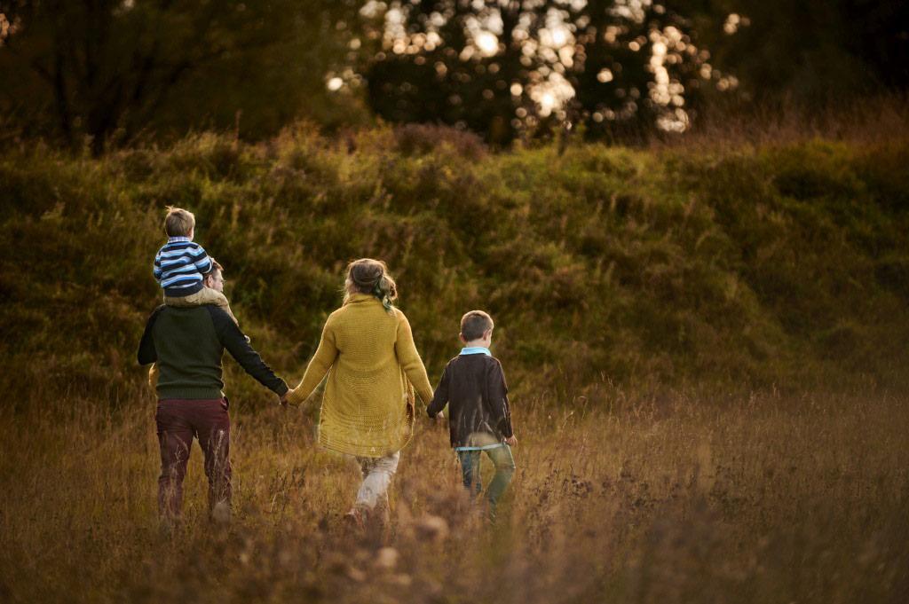 Sesja rodzinna w plenerze las lifestyle 19 19