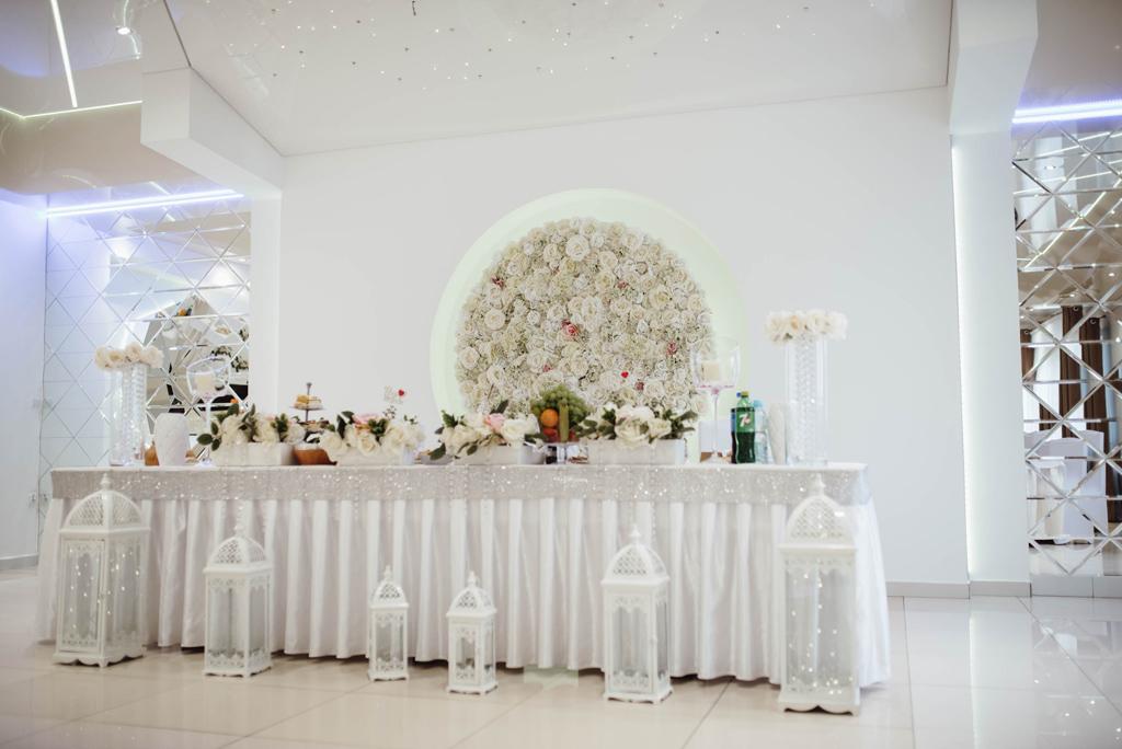 zajazd-u-reja-naglowice-sala-weselna-stol-mlodych